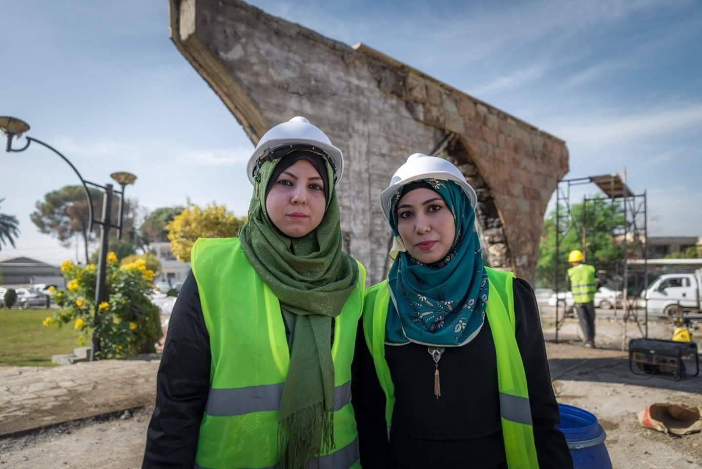 صورة نساء موصليات يشاركن في الاعمار