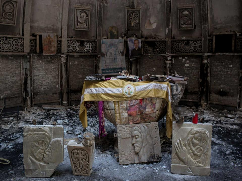 Photo of A heroic Muslim Man Risks his Life to save Ancient Christian texts from ISIS destruction