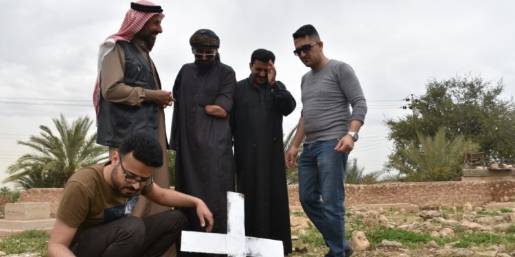 "Photo of  A ""Loyalty"" campaign saves the Christian cemetery in Al-Anbar, Iraq"