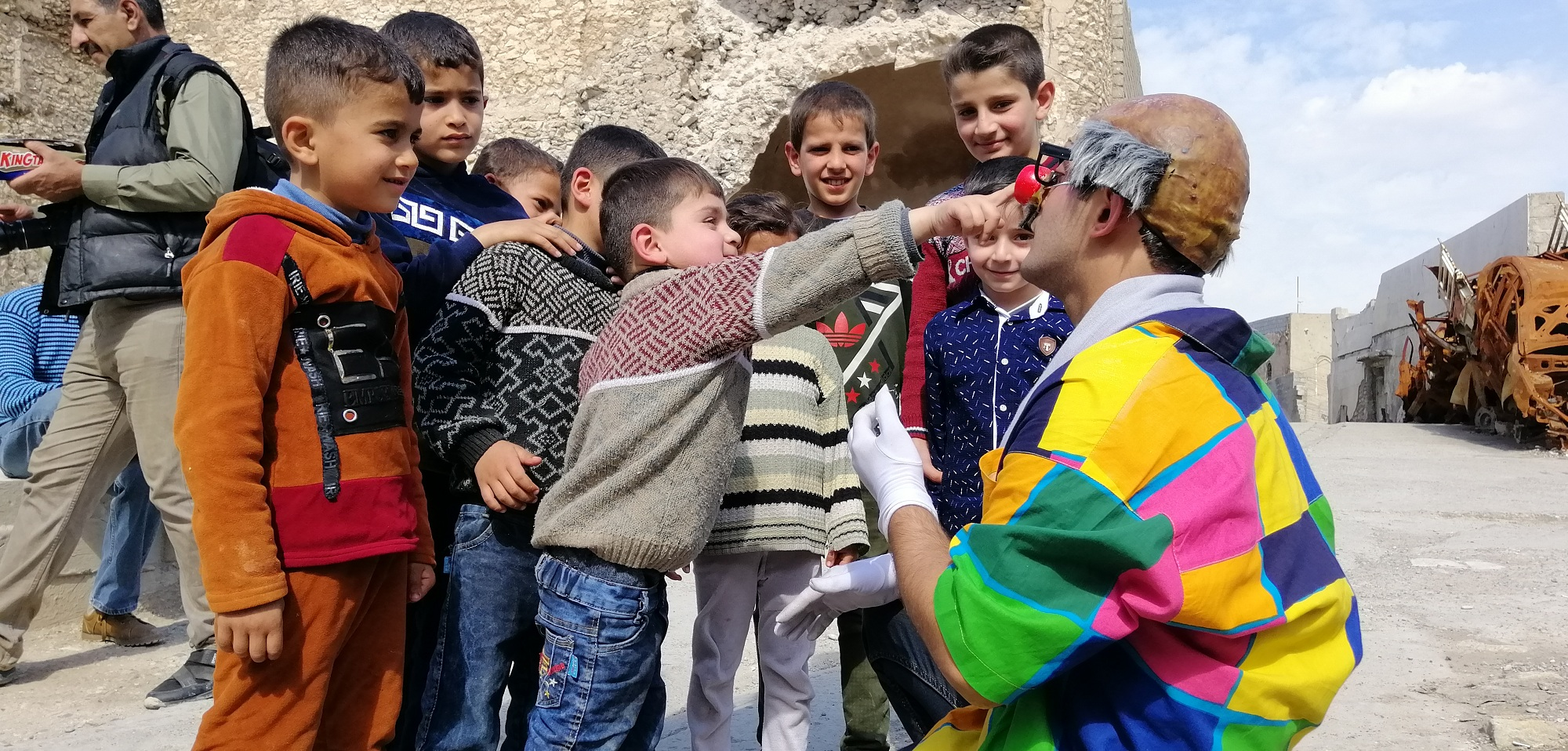 Photo of The sad Italian Clown came to entertain the children of Mosul but they Made him Cry