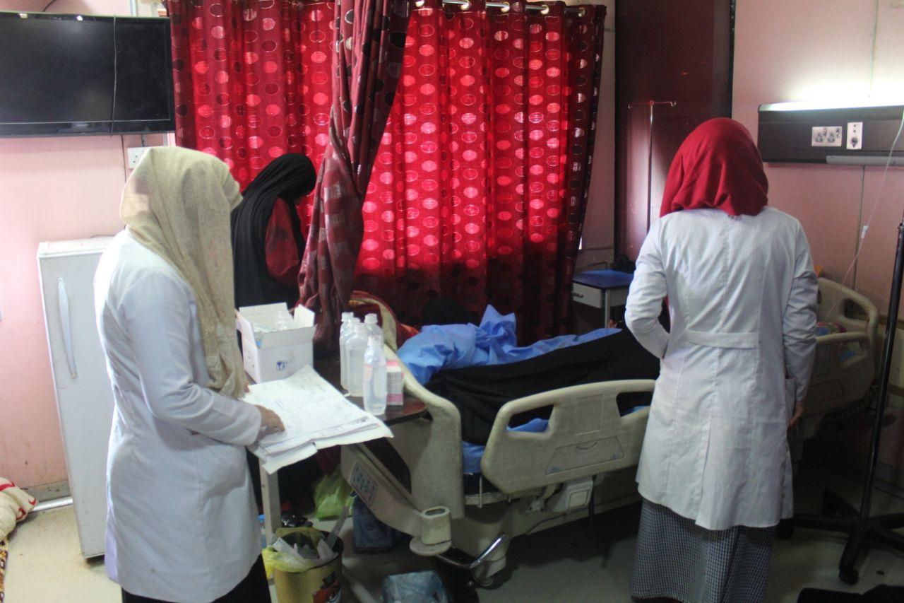 صورة ممرضة عراقية تروي حكايتها مع المهنة
