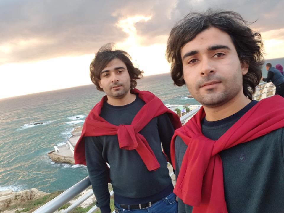 صورة حسن وحسين توأمان مشاكسان ومرحان