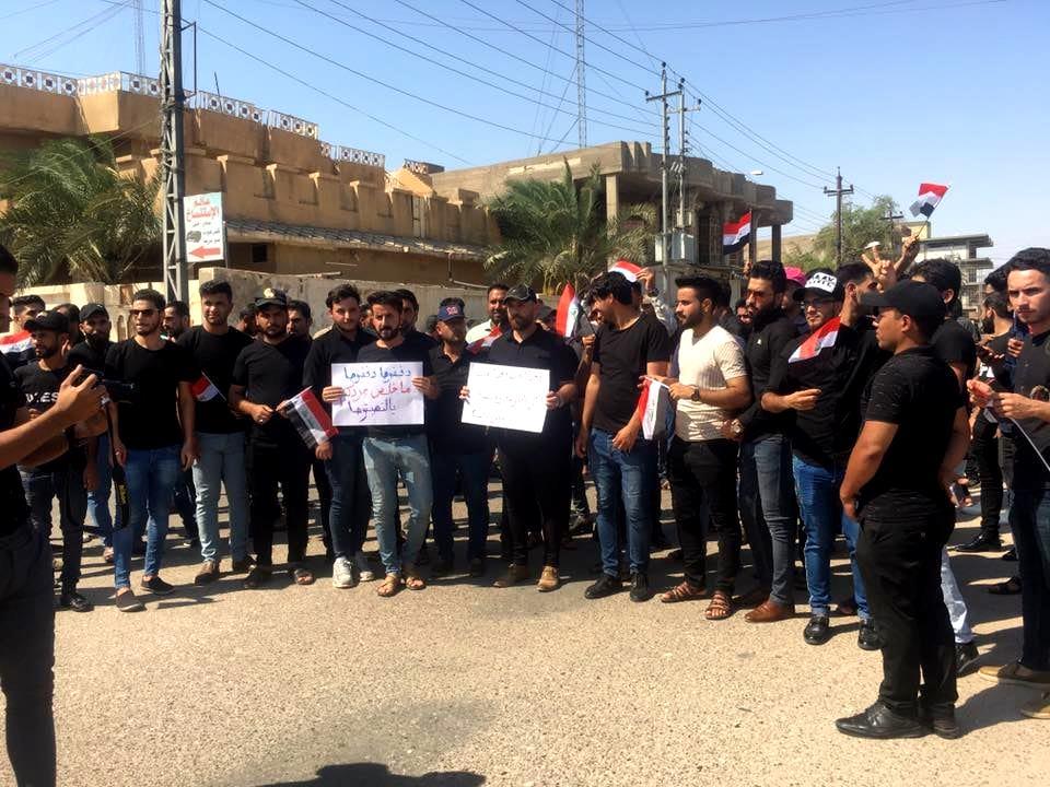 صورة الخريجون العراقيون.. يحاصرون المسؤولين في مباني الحكومة وتويتر