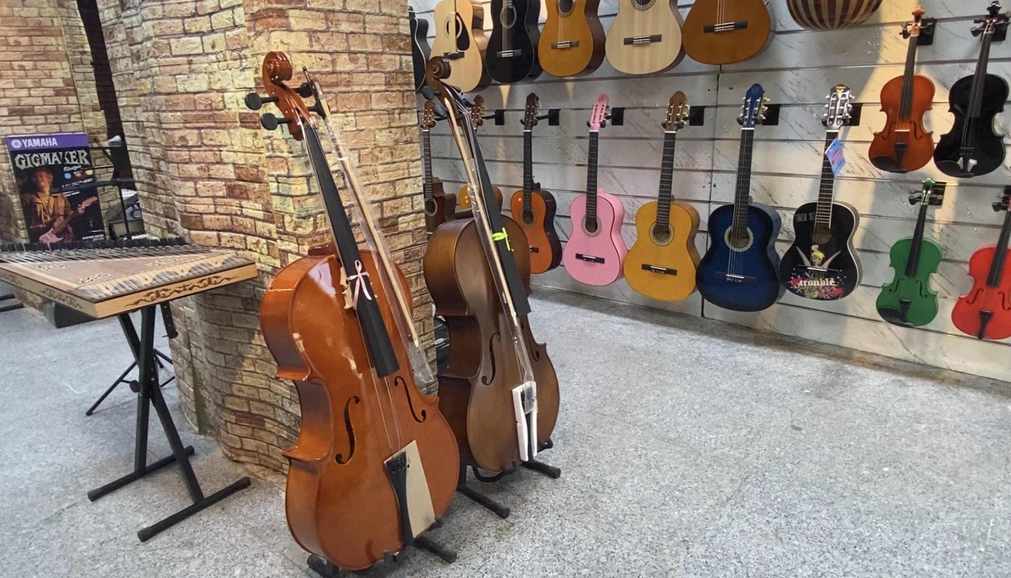 صورة اقبال على شراء العود والغيتار في بغداد