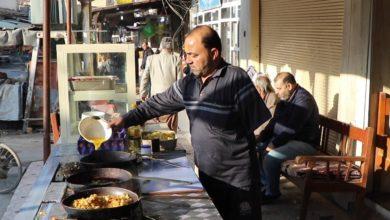 صورة قسومي فقد يده في تفجير انتحاري ويدير مطعما شعبيا شهيرا