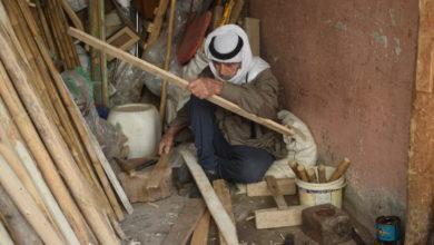 """صورة """"أبو ستار"""".. آخر صانع للأدوات الفلاحية في ميسان"""