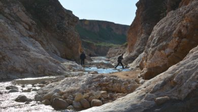 """صورة """"عين الجبل"""": منطقة تجذب السيّاح رغم وجود الألغام"""